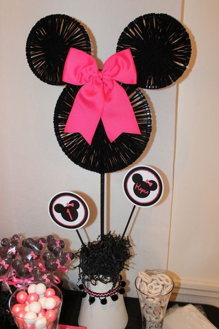 Great Minnie Mouse decor #minniemouse #decorations #party