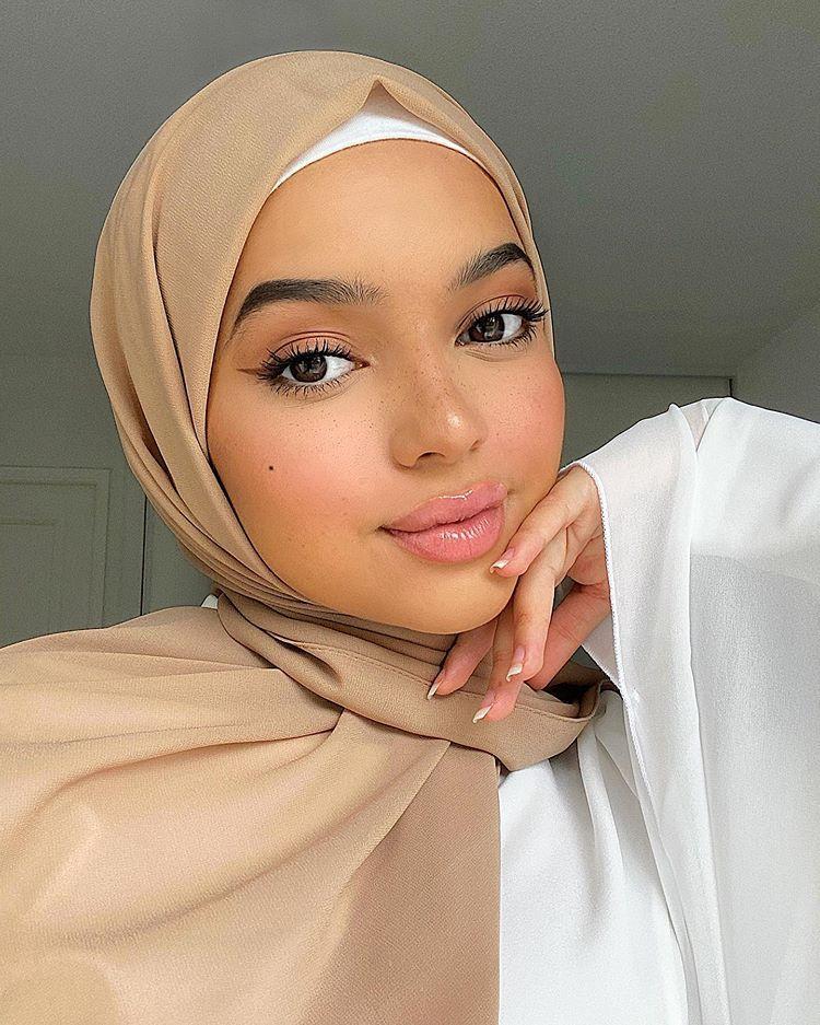"𝐀𝐌𝐈𝐑𝐀🐫 op Instagram: ""🤍"" in 2020 | Cute woman, Hijabi ..."