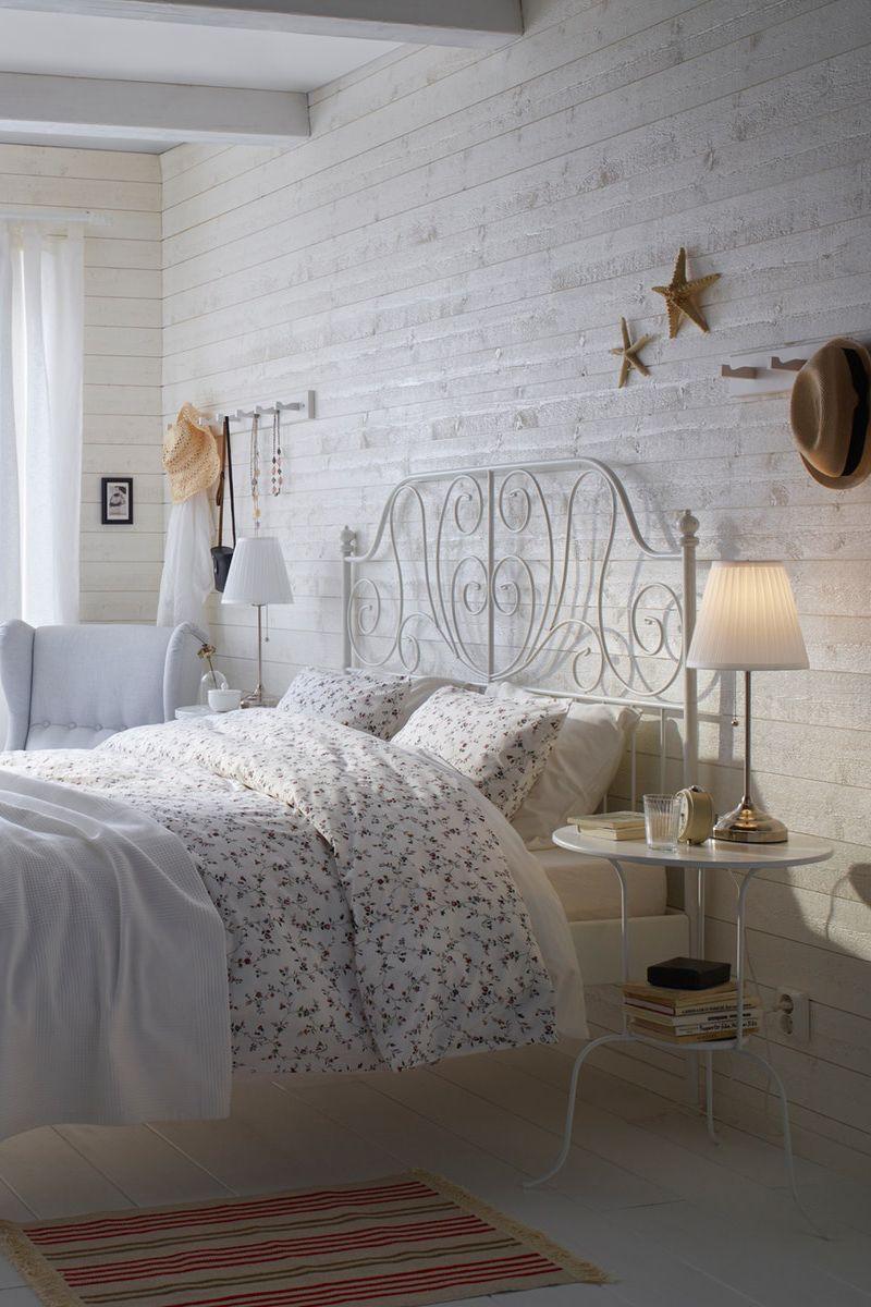 Weisses Bettgestell Mit Dekorativem Kopfteil Zimmer Einrichten