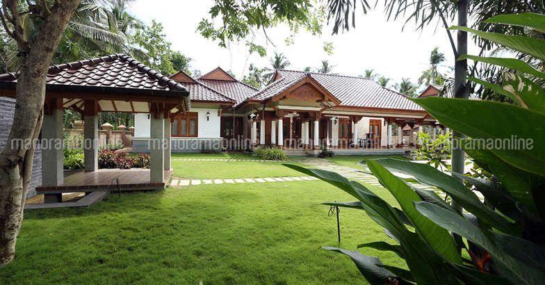 Luxury Kerala Home Kannur Kerala House Design Kerala Traditional House Traditional House Plans