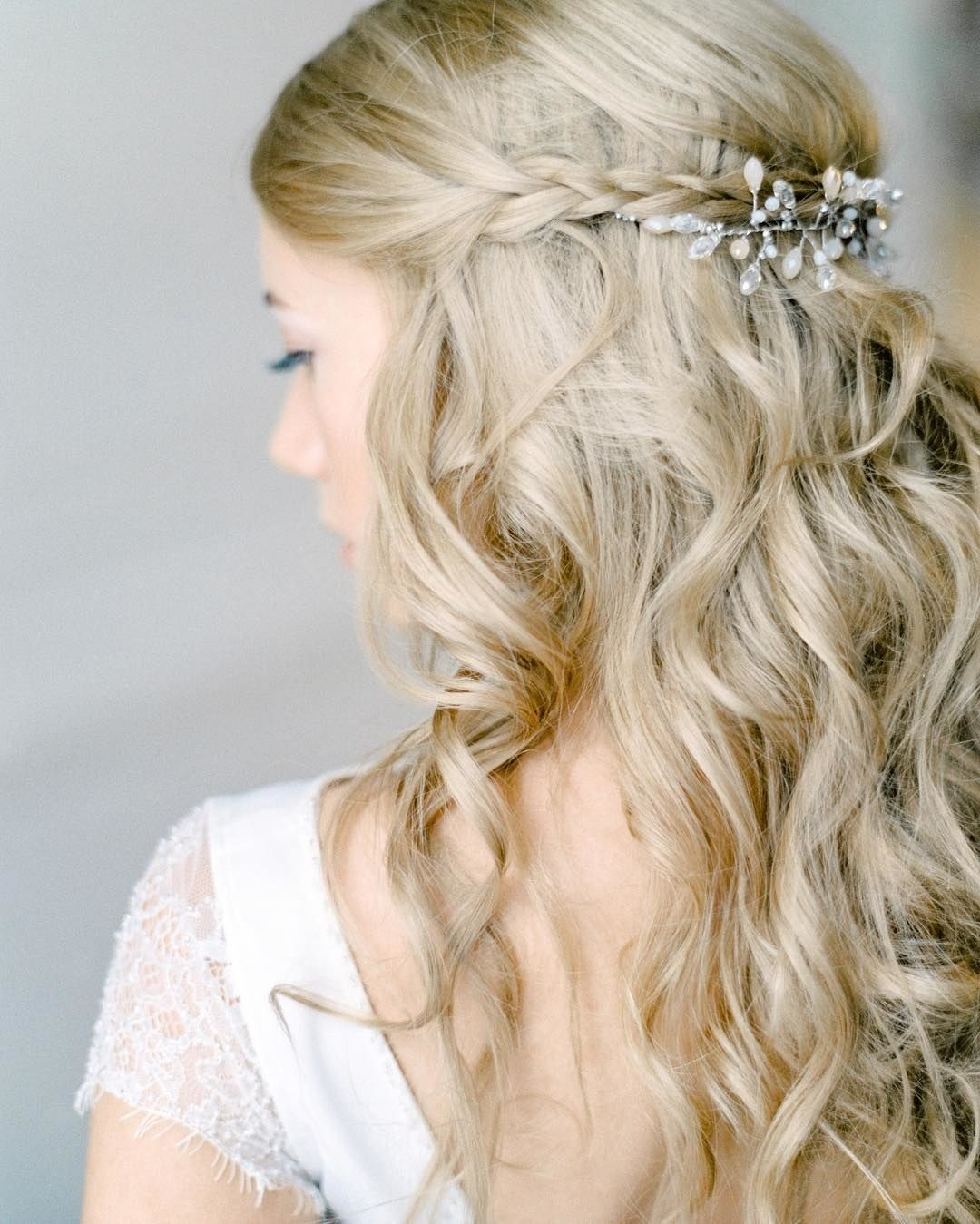 Half-Up, Half-Down Wedding Hairstyles For Every Type of Bride ...