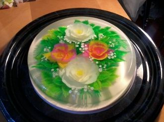 Flowers that were created with gelatin and are edible