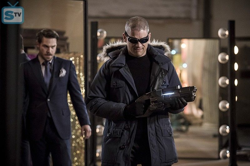 "The Flash -- ""The New Rouges"" -- Image FLA304b_0141b.jpg -- Pictured (L-R): Grey Damon as Sam Scudde - SpoilerTV Backup Gallery"