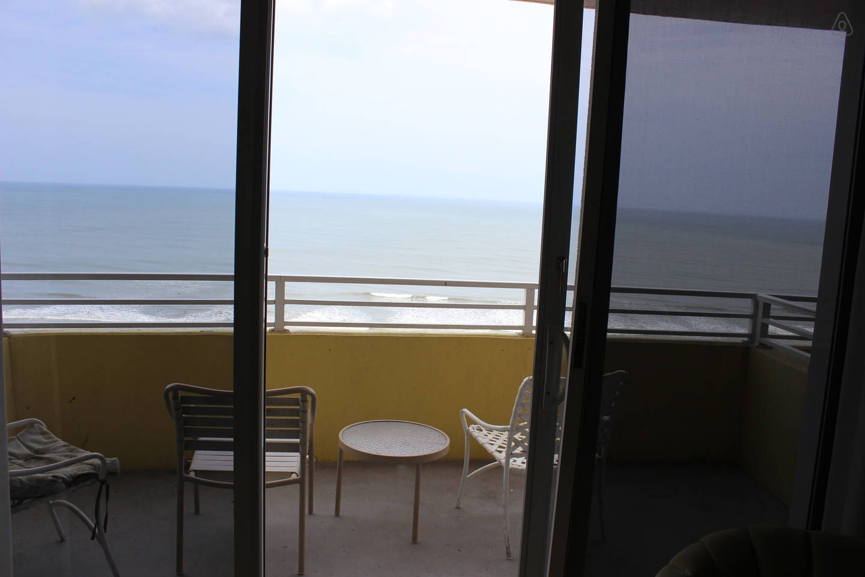 1 Br 1 Bath Ocean Front Condo In Daytona Beach Condos In Florida Florida Vacation Rentals Daytona Beach