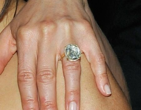 Great shot of Jennifer Aniston's engagement ring.