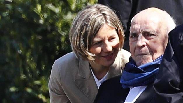 Helmut Kohl ja Maike Kohl-Richter viime vuoden huhtikuussa.