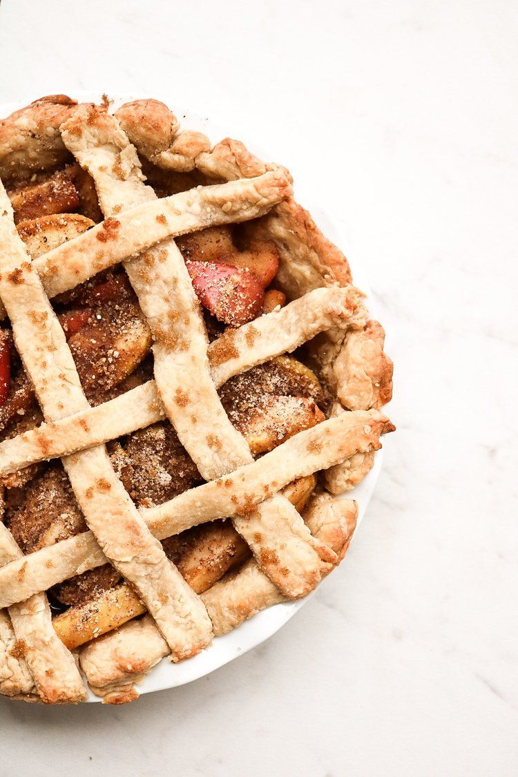 Apple Pie (vegan) in 2020 Apple pie photography, Apple