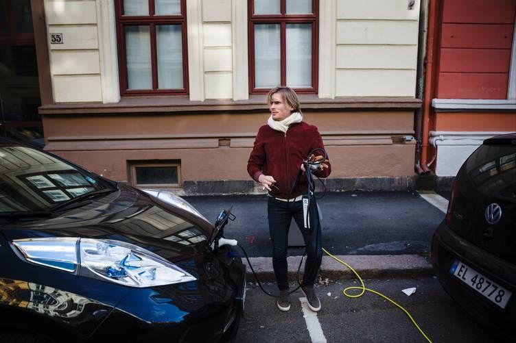 Kim Haagensen (31) lever i delingsøkonomien – han leier ut på Airbnb, har vært Uber-sjåfør og har sitt eget vaskeselskap inspirert av modellen. Men få nordmenn gjør foreløpig noe lignende. Foto: Per Thrana