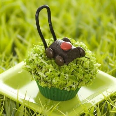 Lawn Mower Cupcakes for Father\'s Day – made with green food coloring ...