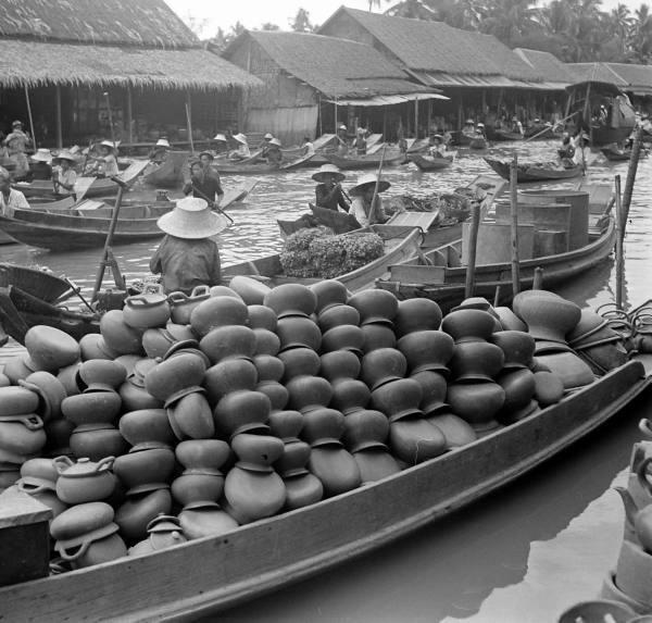 Mercado flotante, Tailândia, 1950 www.calcathai.com