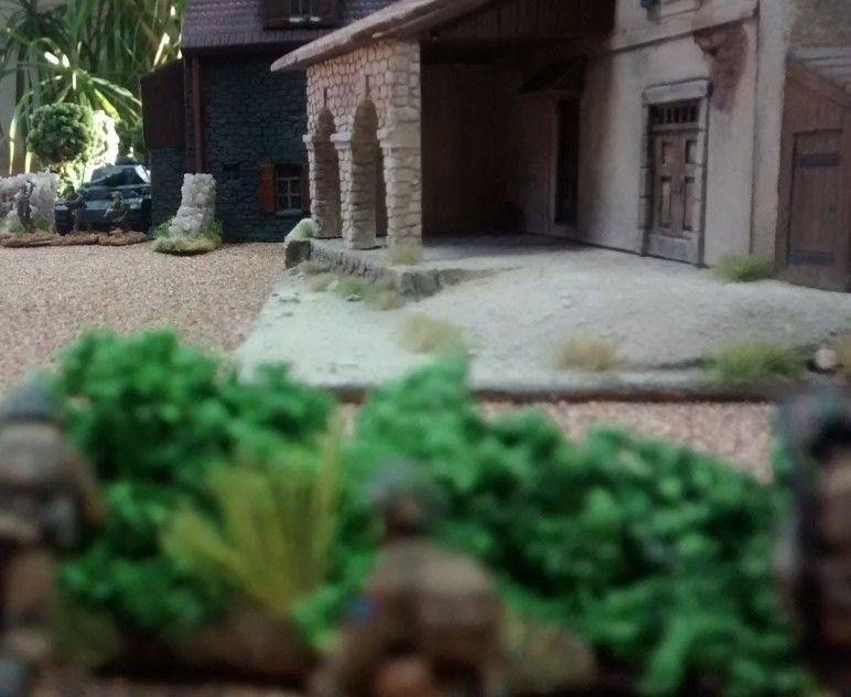 47: Der Schütze des leichten Granatwerfers hat sein  Ziel bereits ausgemacht.