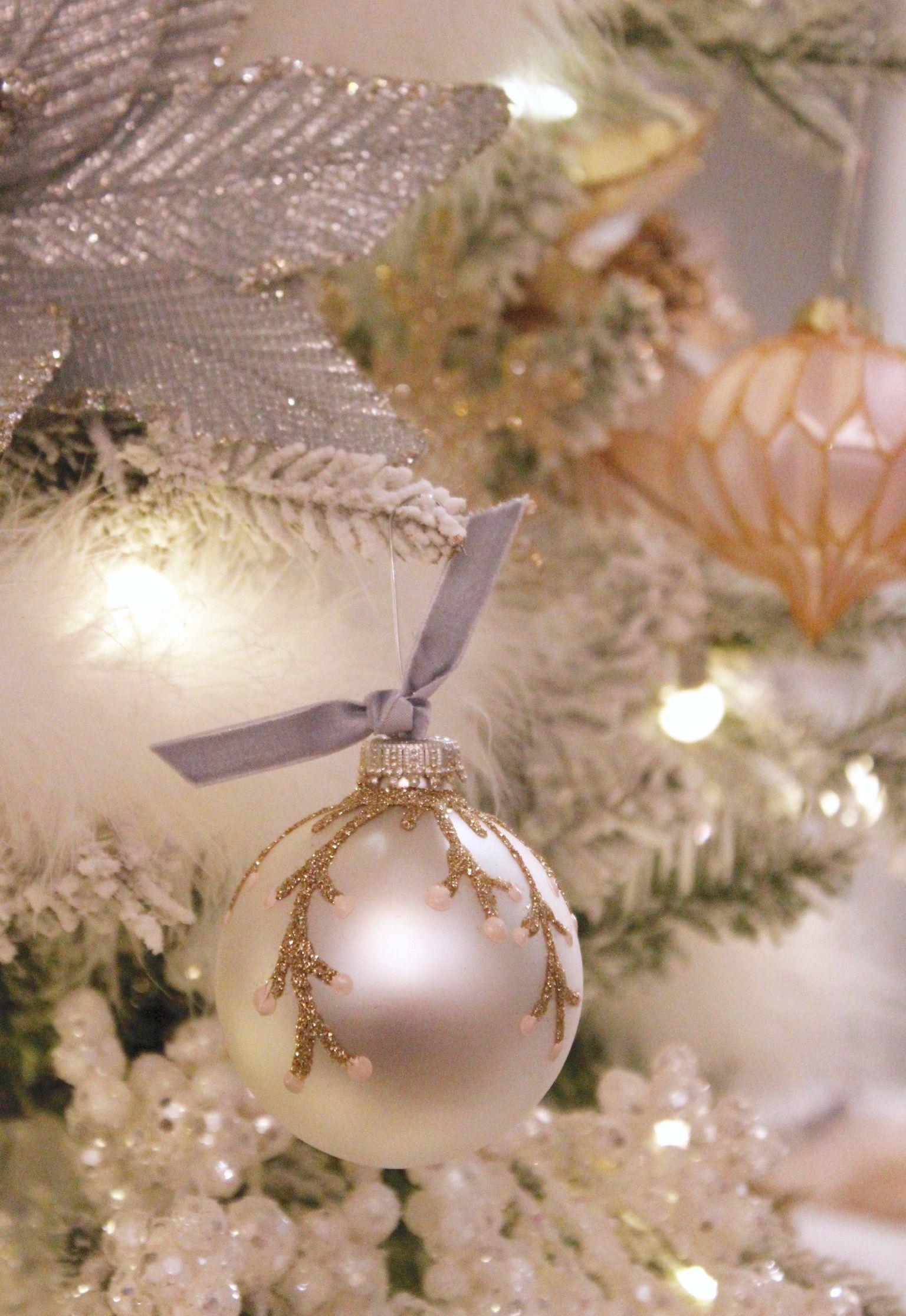 DIY Ornament With Glitter & Velvet Ribbon