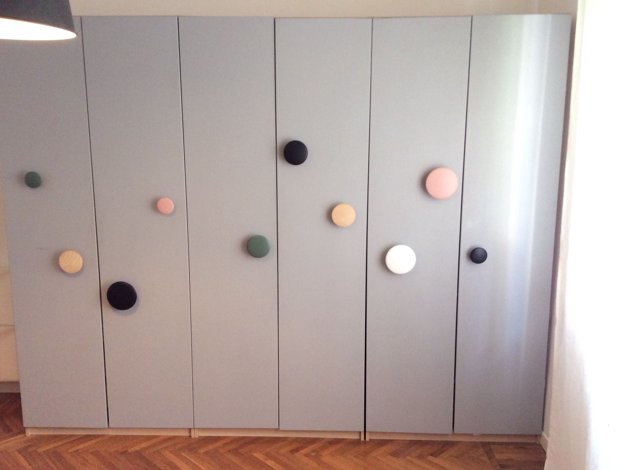 Ikea pax hack with gray paint and muuto dots hooks as - Meubles ikea detournes ...
