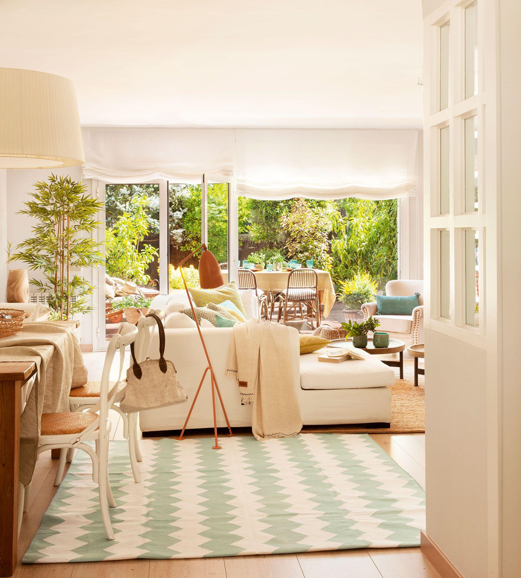 00405975B. Alfombra verde pastel y blanco en el salón | Salones ...