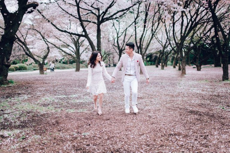 8 Tips On How To Dress Up For A Perfect Cherry Blossom Wedding Photoshoot Onethreeonefour Blog Cherry Blossom Wedding Wedding Photoshoot Blossom