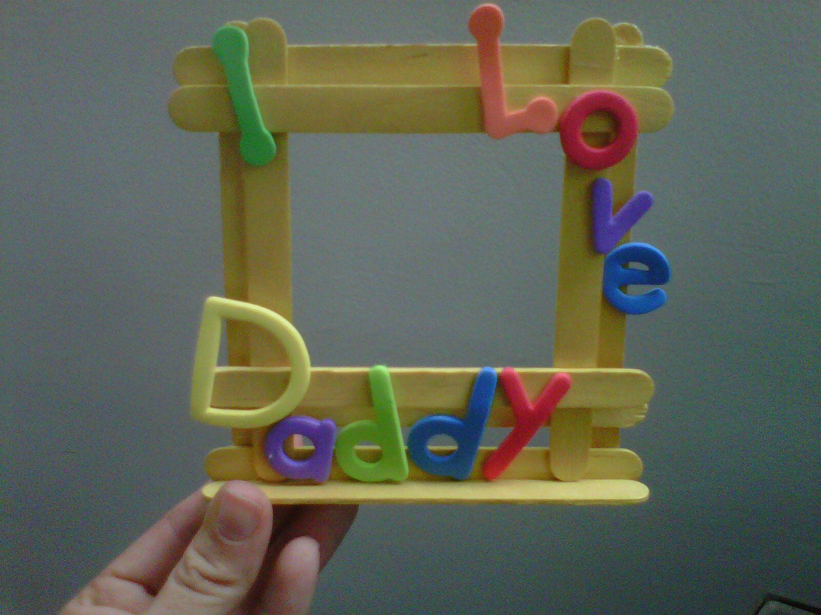 Cute picture frame made with popsicle sticks father 39 s for Popsicle picture frame crafts