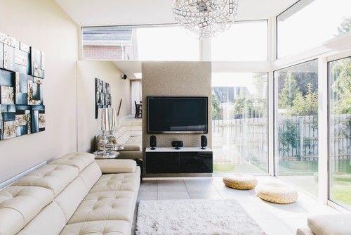 Hoch aufragenden weißen gerahmten Glasfenstern Verdoppelung wie - architekt wohnzimmer