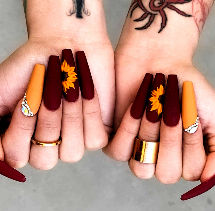 Beautiful Autumn Toned Acrylic Nails Love The Sunflower Color Mix Of The Two Fall Nails I In 2020 Fall Acrylic Nails Sunflower Nails Cute Acrylic Nail Designs