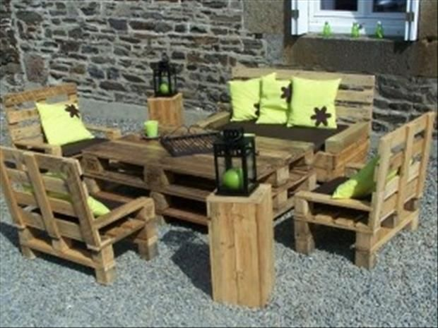 Kids Outdoor Table And Chair Set Made Out Of Wooden Pallets. Also Love The  Pillows