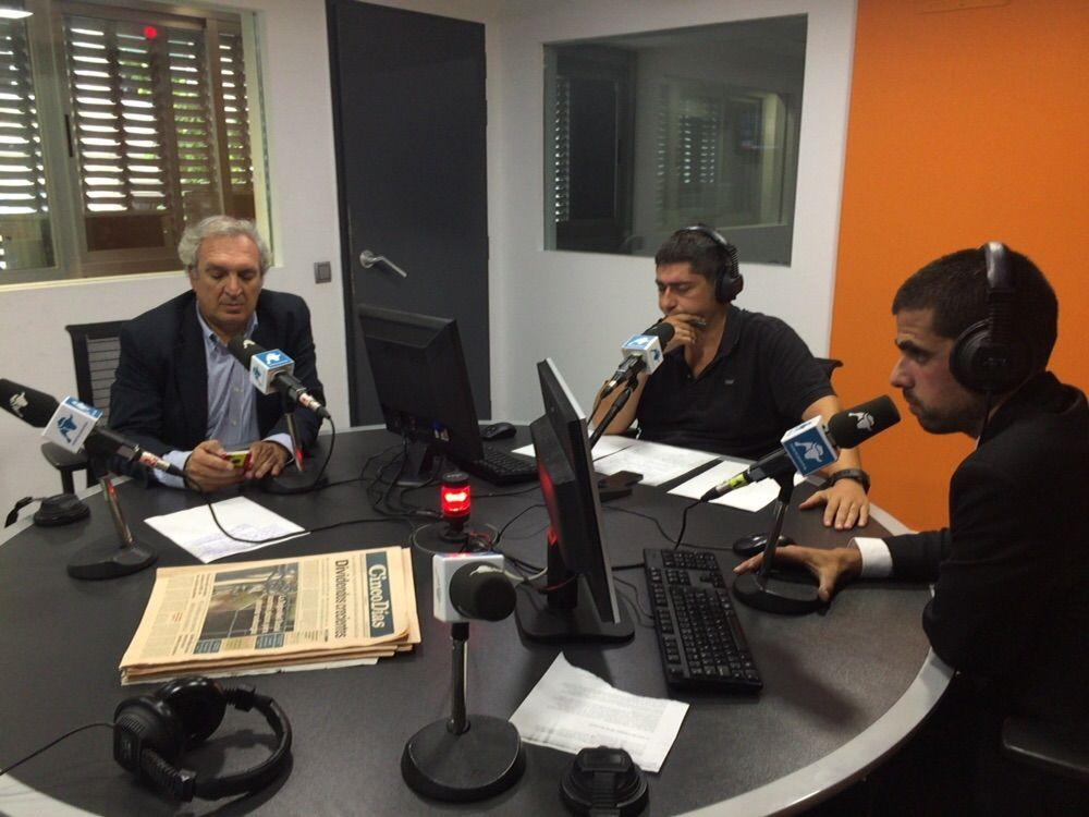 """Antonio Banda, CEO de Feelcapital, con el periodista económico Fernando Latienda en el programa Cierre de Mercados de Radio Intereconomía. """"A los clientes les atizan el fondo que el banco quiere, no el que realmente necesitan"""", afirmó Banda. #FondosDeInversión (7 de septiembre de 2015)."""