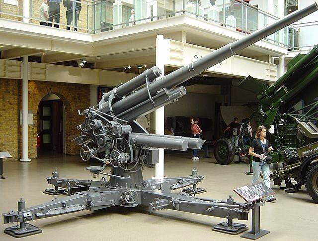 88 mm gun FlaK 18 (barrel, carriages corresponds to the FlaK 36) in exposure to…