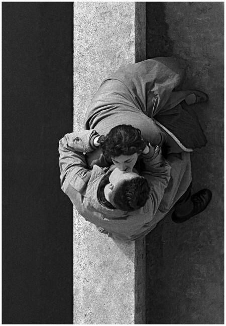 Lovers at Quai du Louvre. Paris, 1955. By Frank Horvat