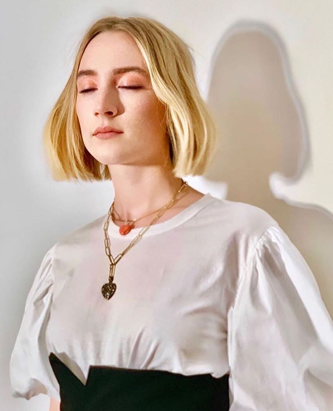 Saoirse Ronan Fanpage On Instagram Other Pictures Of Saoirse Ronan For The Little Women Press Tour In 2020 Short Hair Styles Hair Styles Beauty And The Best