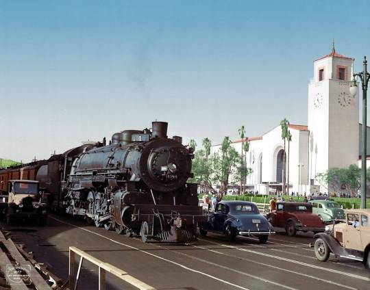 1939 The Los Angeles Union Passenger Terminal With The Southern Pacific Sunset Limited 1 With Heavyweight Passenger Cars On A In 2020 Union Station Los Angeles Train