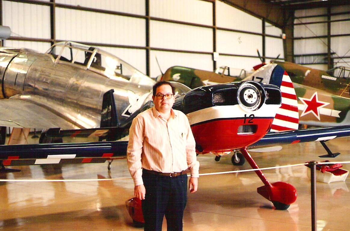 Oswaldo J. Silveira, en el museo aeronautico Aeronautico