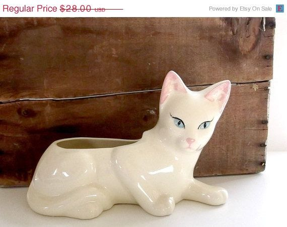 3 DAy SaLE 30 OFF Vintage Ceramic Kitsch White by Digvintageshop, $19.60  Here's another