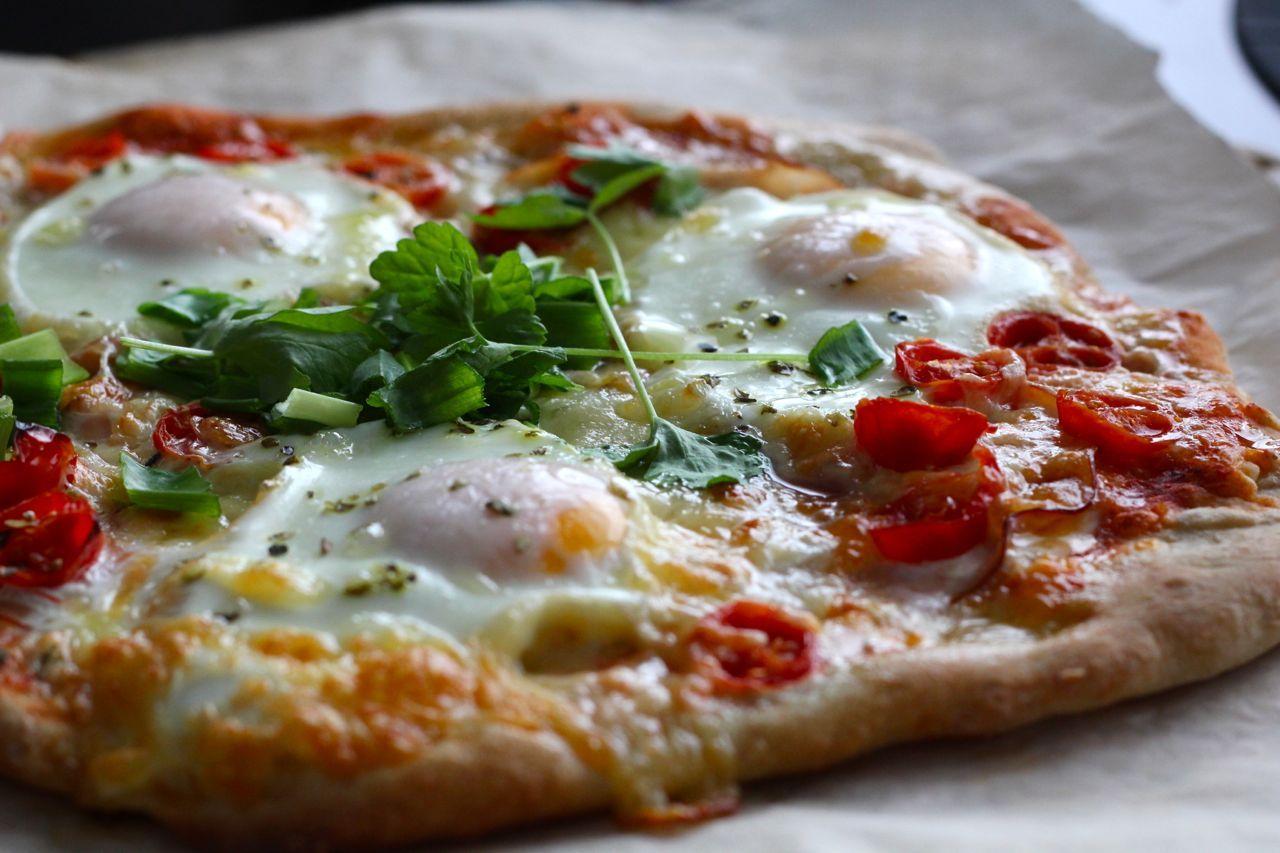 Ihana aamiaispizza juustolla ja kananmunilla! #makumestari