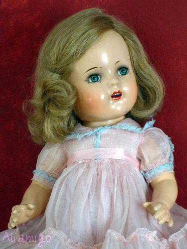 princess margaret rose doll   se fabrico en varios tamanos toda de composicion con peluca