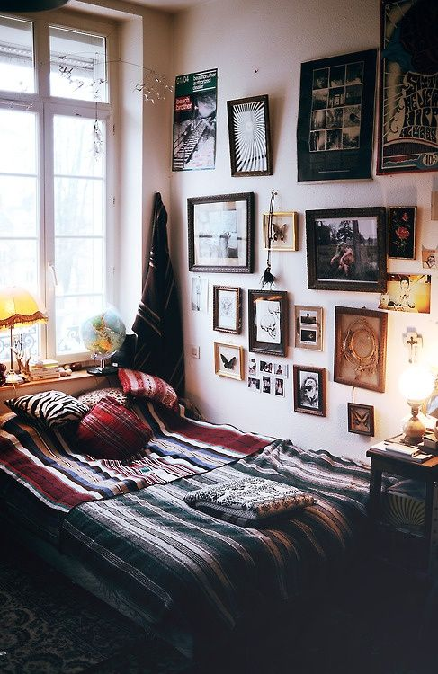 Textures and frames in a small space College Pinterest - schlafzimmer tapeten gestalten