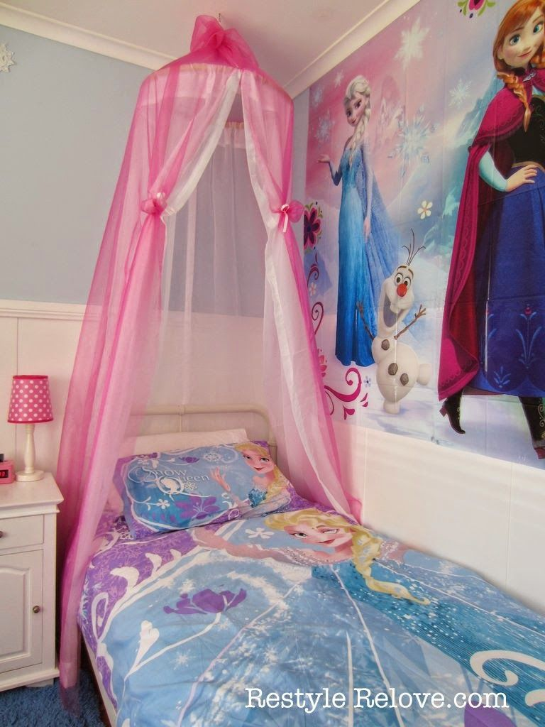 Restyle relove a new bed and diy bed canopy for my frozen for Princess themed bed