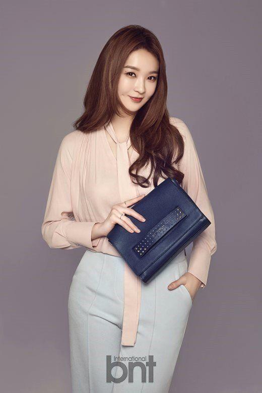 Davichis Kang Min Kyung Naver X Dispatch | Girls cast