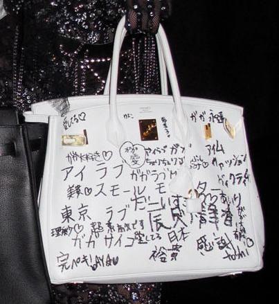 d517bf77ec95 Lady Gaga s white Hermès Birkin was seen with Japanese words written on it.