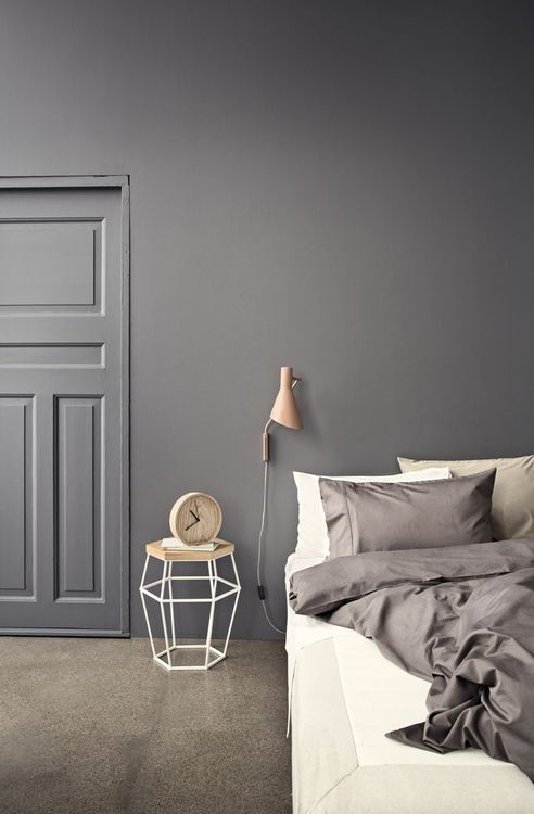 portas internas decoradas, porta pintada de cinza e parede da mesma cor, deco
