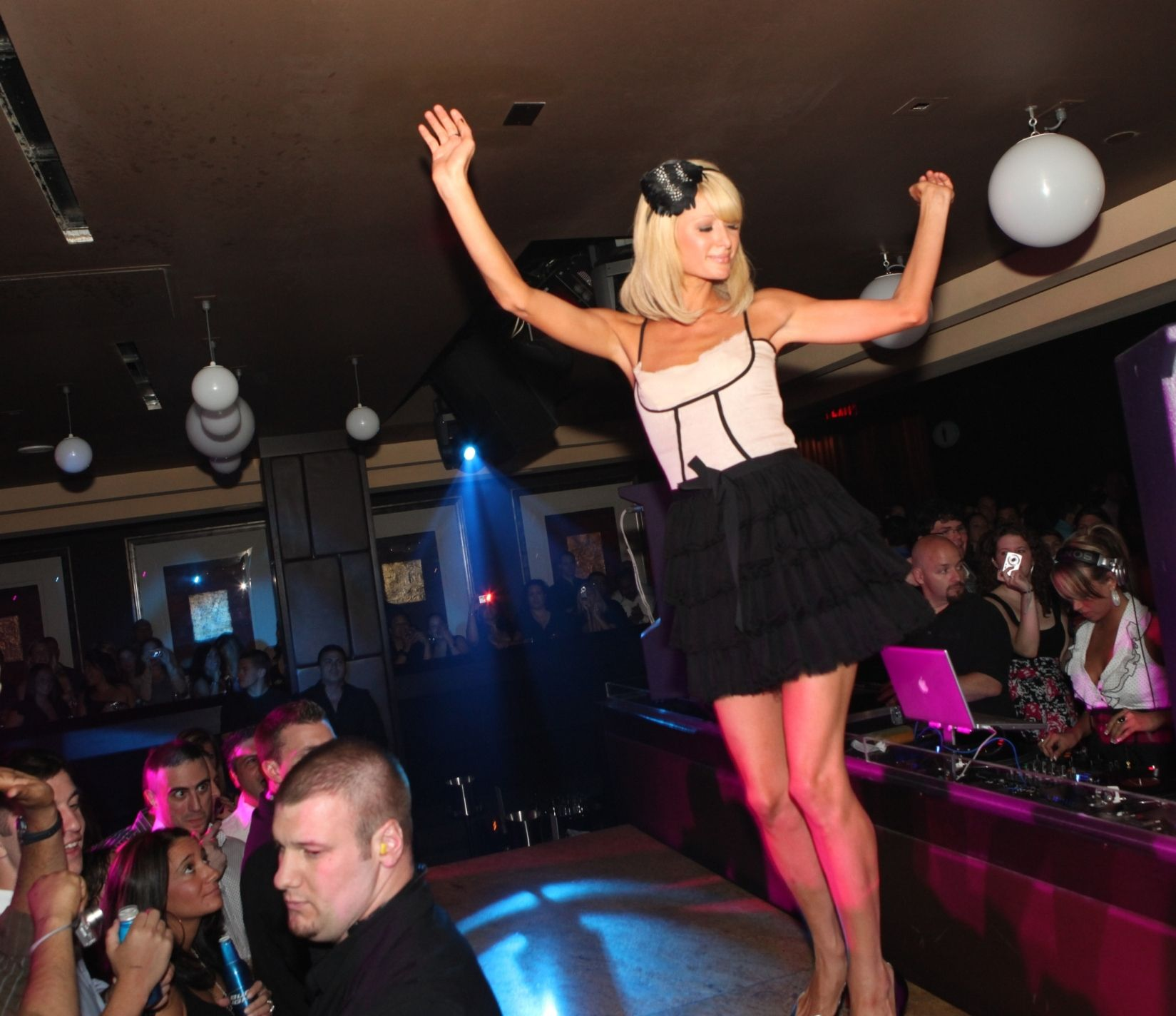 Paris Hilton dancing the night away at mur.mur #borgata ...