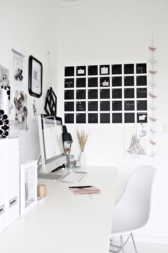 organize your home office with a diy chalkboard calendar stylizimo wandgestaltung. Black Bedroom Furniture Sets. Home Design Ideas