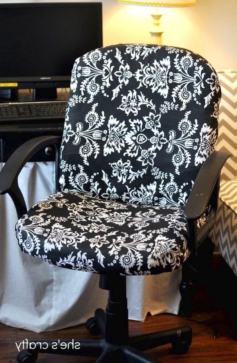 Farmhouse office chairs to set in your office