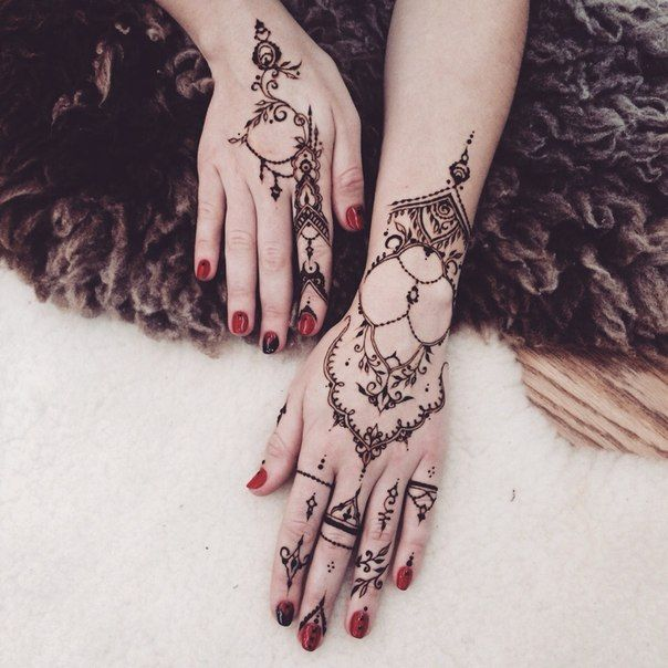 So i love with these Henna Designs.. So unique...