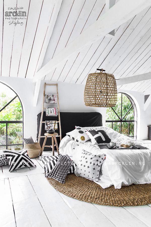 Round Rug Under The Bed Bedroom Interior Bedroom Design Home