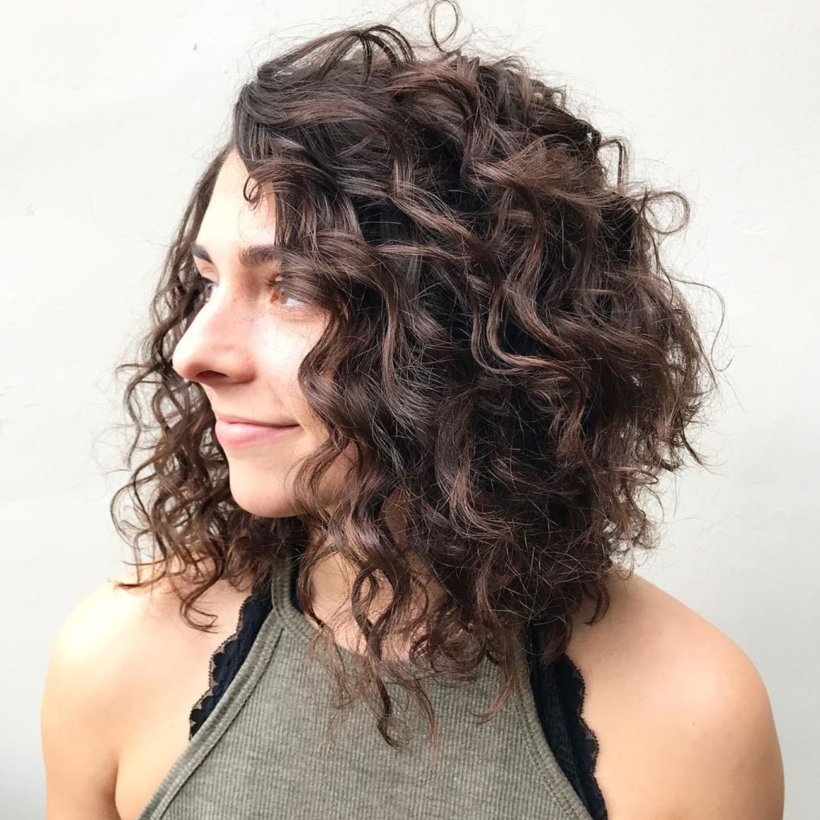 65 Different Versions Of Curly Bob Hairstyle Curly Lob Curly Hair Styles Naturally Curly Angled Bobs