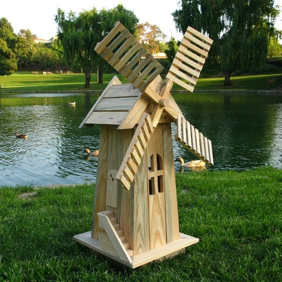 Un Petit Moulin Avent Realiser Avec Bois Sapin Blanc Pour Une Premier J Ai Mis 2 Mois Tranquille Moulin A Vent De Jardin Jardins En Bois Meuble Jardin Palette