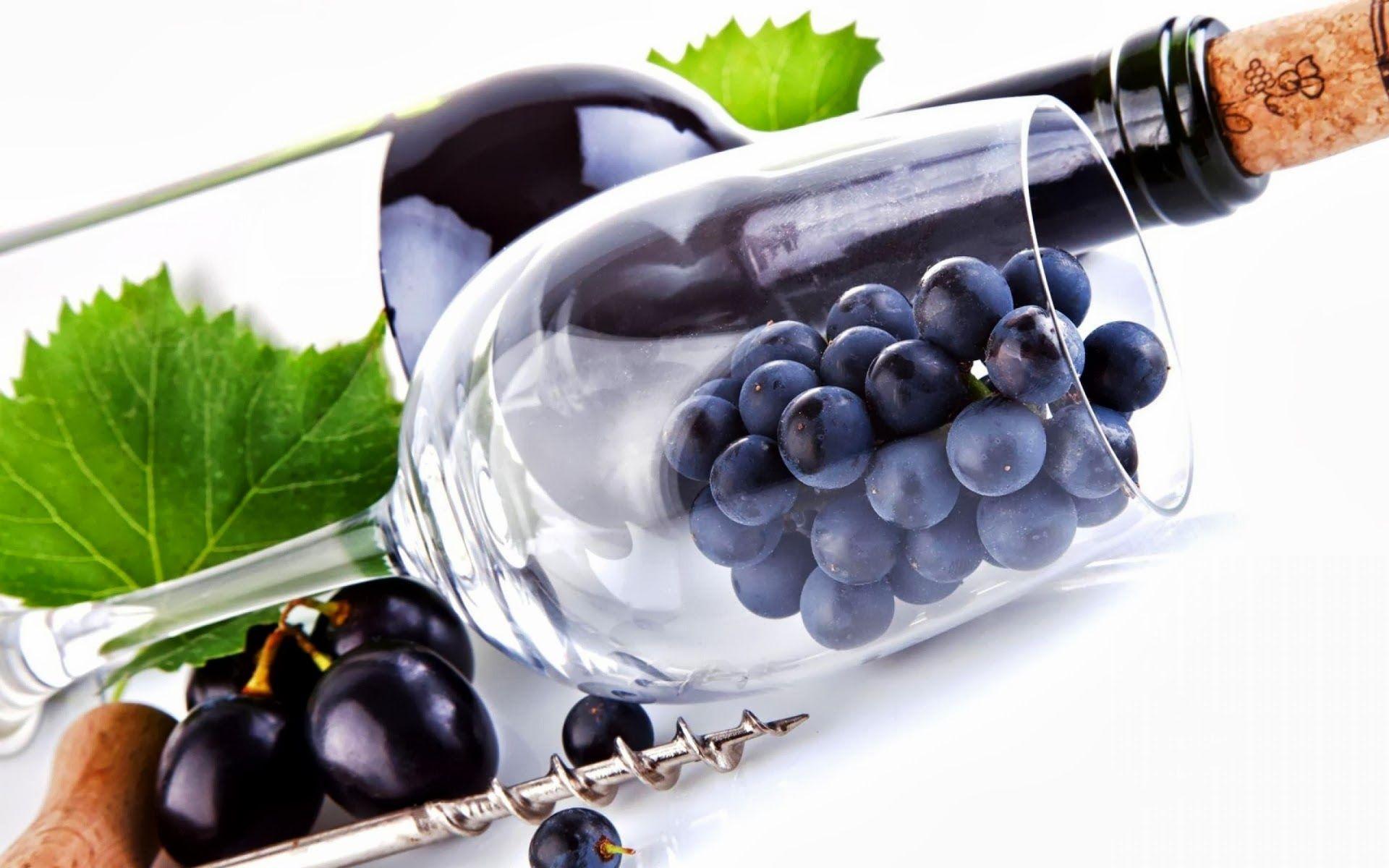Fondo de pantalla botella de vino con el corcho uvas - Botelleros de vino ...