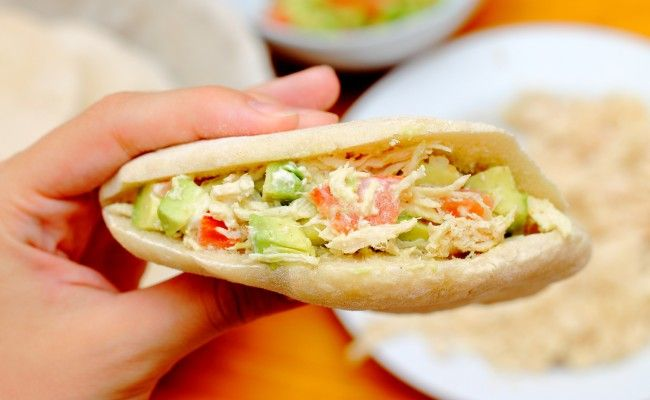 Un lunch rápido: Pan pita relleno de salteado de pollo | i24Web