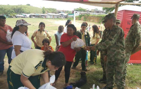Batallón San Mateo suministró ayudas humanitarias a los habitantes del barrio Las Colonias de Galicia en Pereira