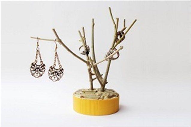 حاملة أكسسوارات مصنوعة من أغصان شجر يابس يمكن أن يزين منضدتك في الغرفة Diy Jewelry Holder Diy Holder Jewelry Organizer Diy