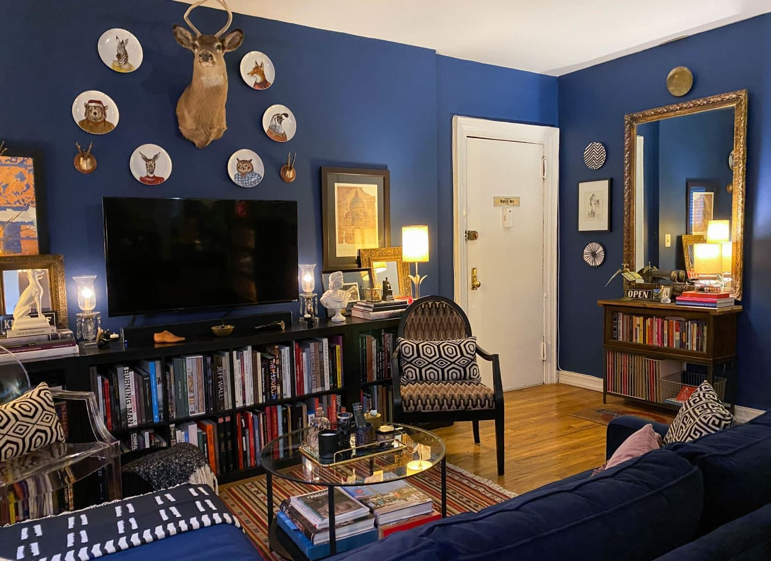 A Dark Blue NYC Rental Apartment Makes a Case for ...