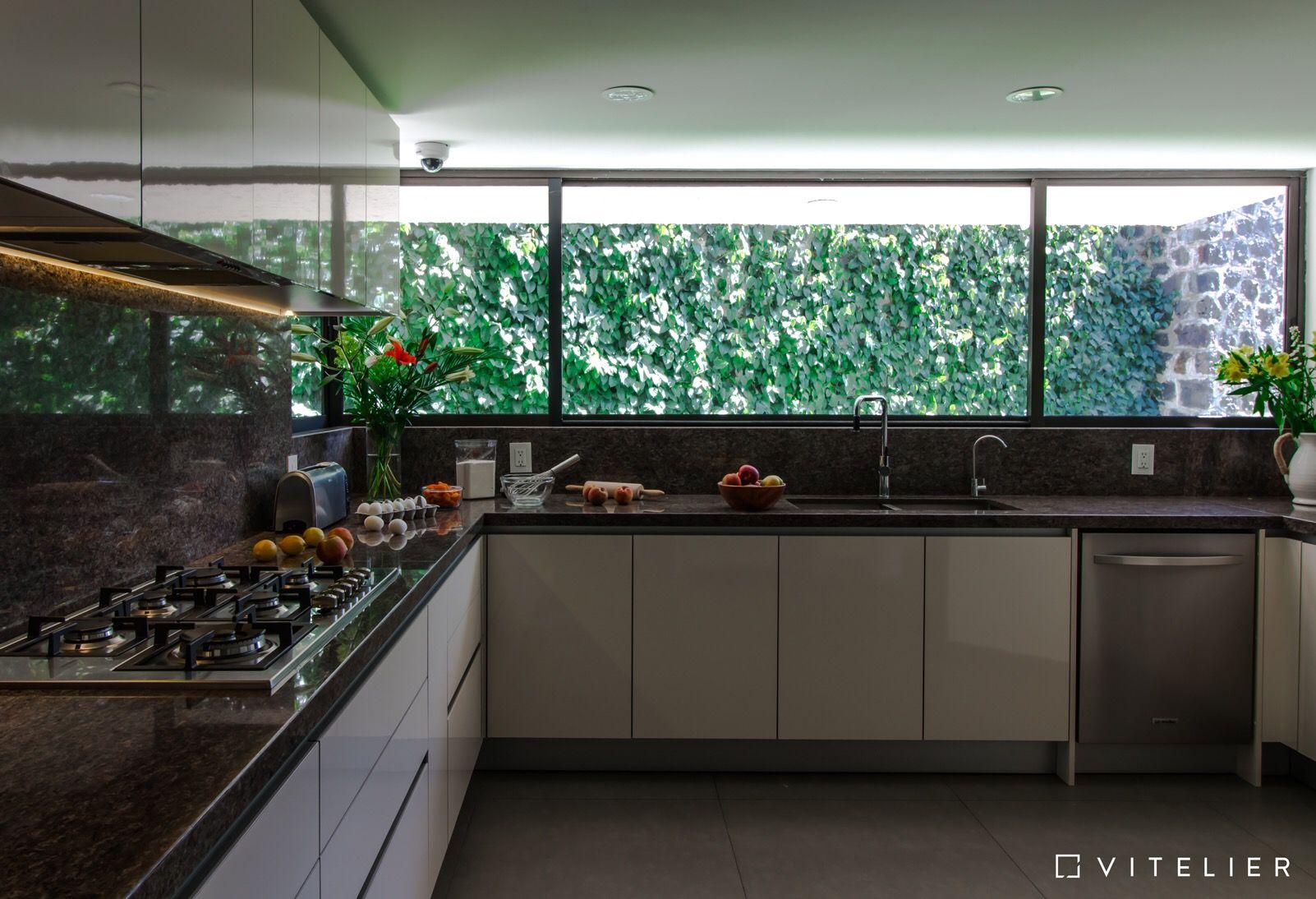 Cocina en colores cálidos que crean un ambiente acogedor y que hacen ...